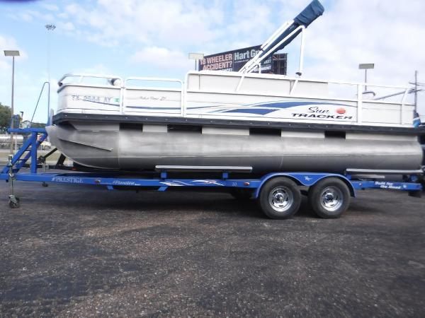 Sun Tracker Fishing Barge