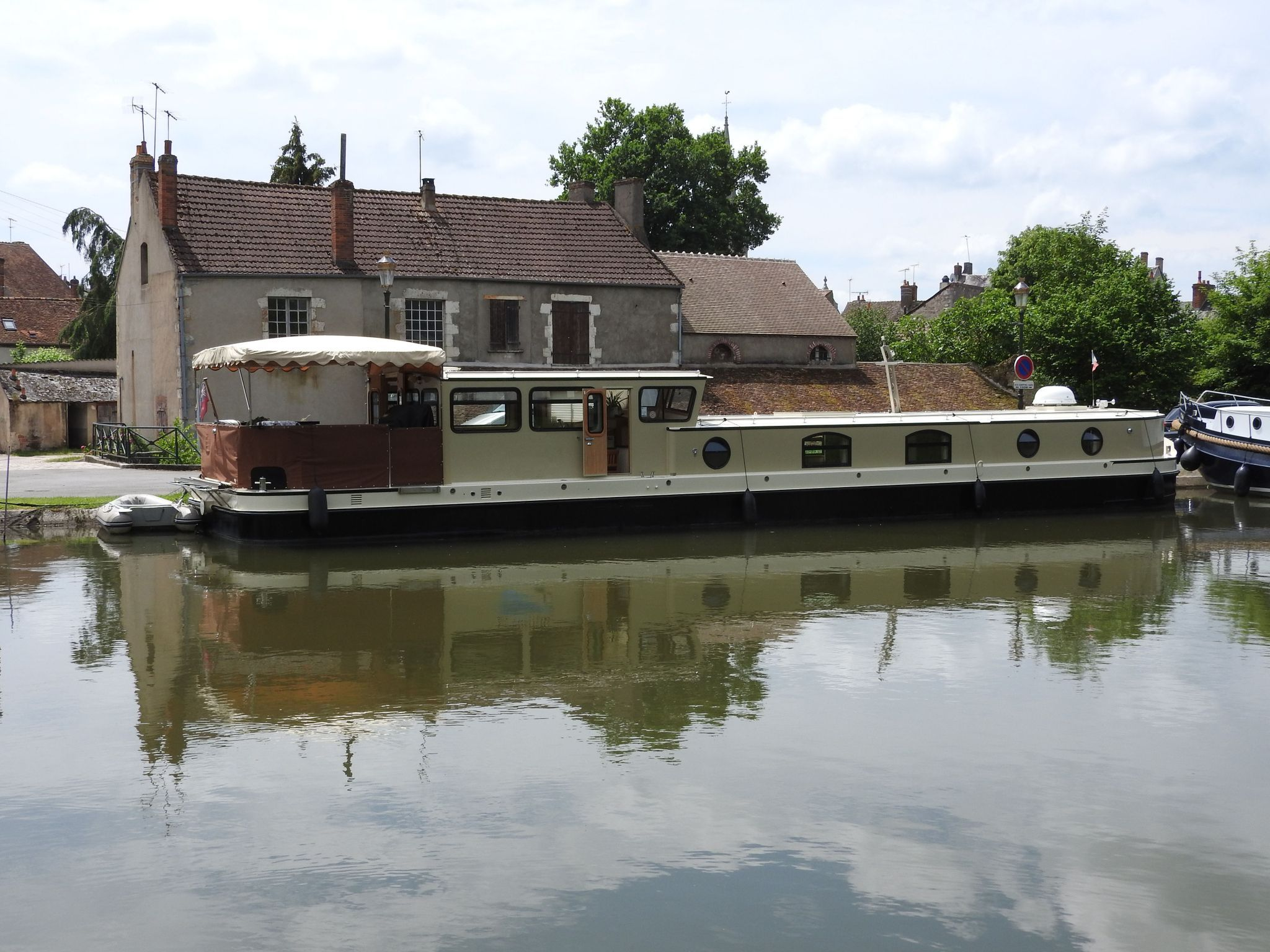 Wide Beam Barge