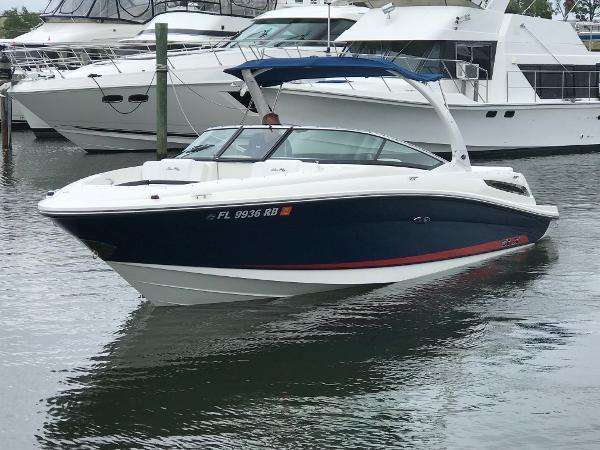 Sea Ray 250 SLX Profile View