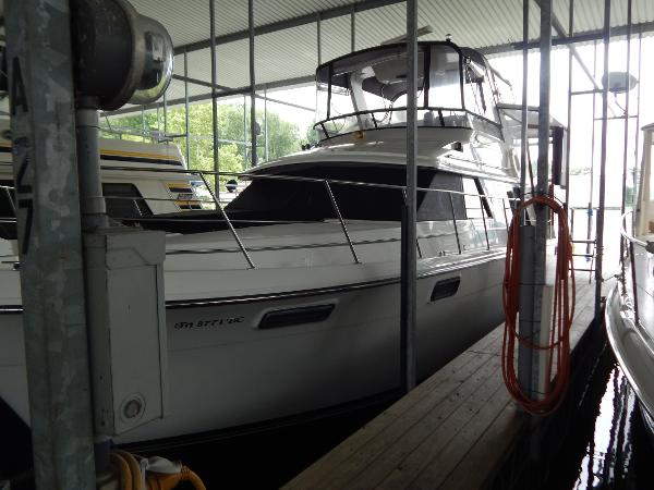 Carver 42 Cockpit Motor Yacht