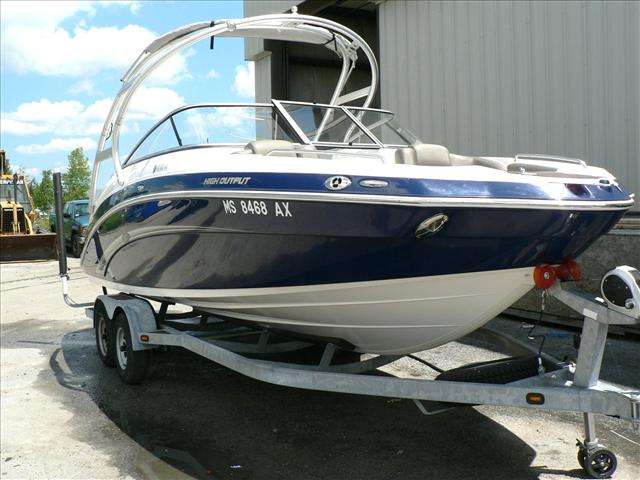 YAMAHA BOATS Sport Boat 242 Limited S