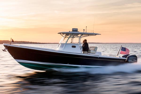 Hunt Yachts Center Console 32