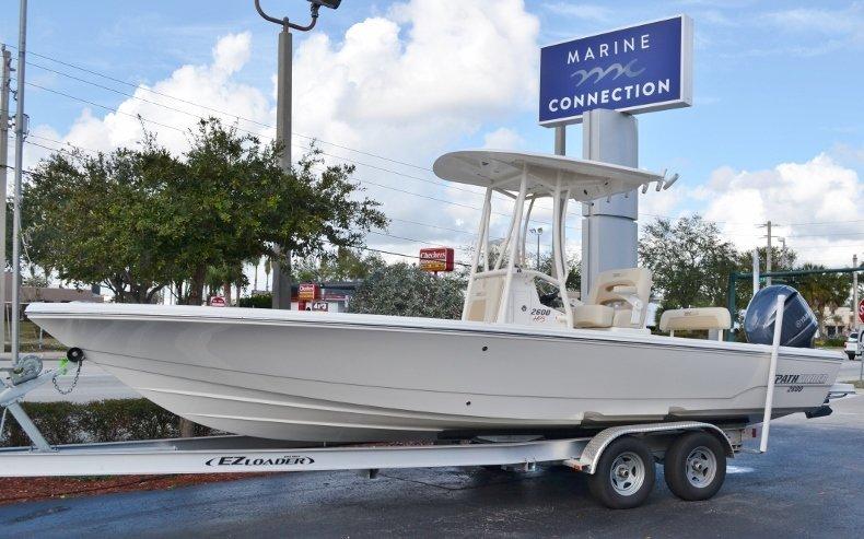 Pathfinder 2600 HPS Bay Boat