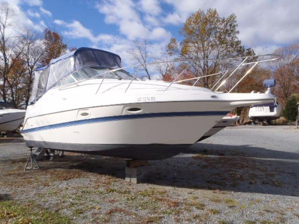 Maxum 2400 SE Starboard Bow