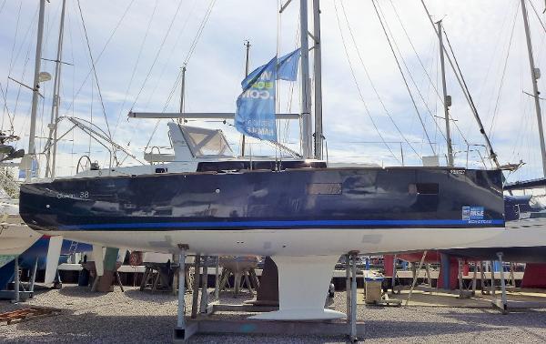 Beneteau Oceanis 38 Cruiser Beneteau Oceanis 38