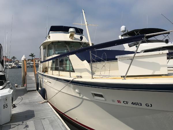 Hatteras Double Cabin Starboard Hullsides