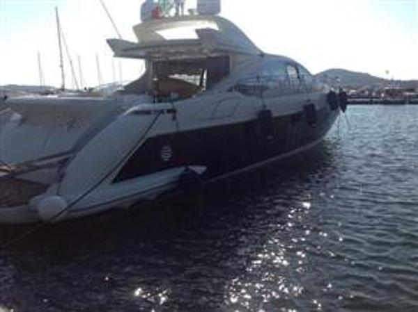 Azimut  68 hard-top