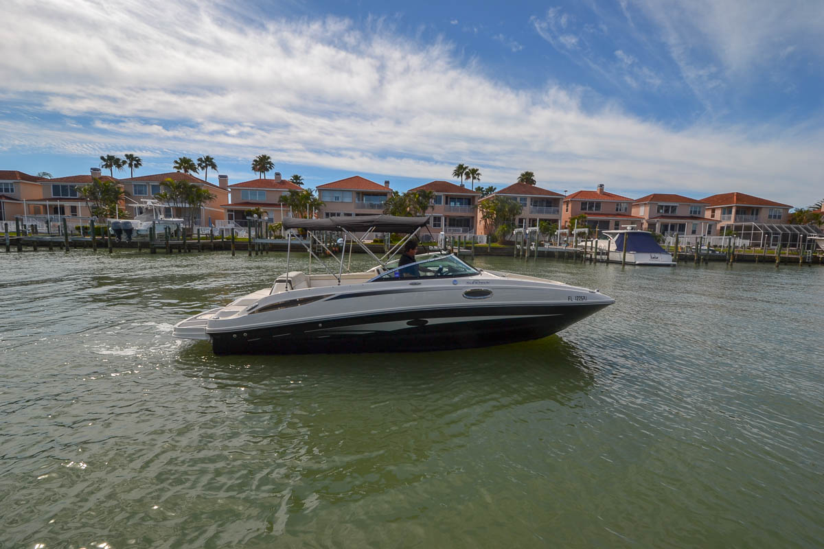 Sea Ray 260 Sundeck 2012 Sea Ray 260 SunDeck-23.jpg