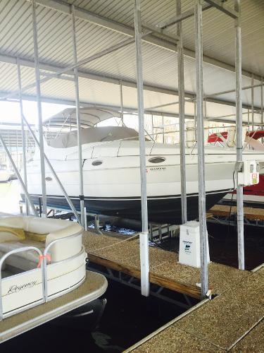 Cruisers Yachts 3075
