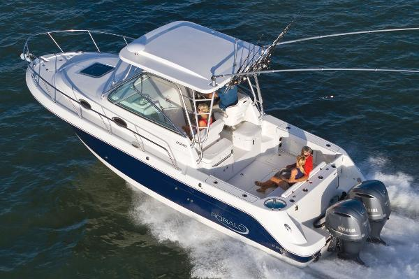 Robalo R305 Walkaround Manufacturer Provided Image