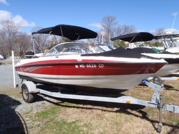 Bayliner 195 Bowrider Starboard Bow w/Bimini and Bow Cover