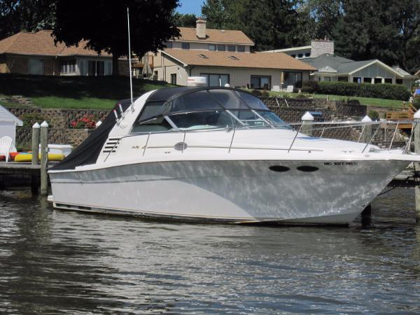 Sea Ray 330 Express Cruiser