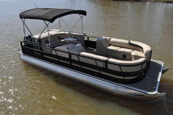 Encore Boat Builders Bentley 243 Cruise SE