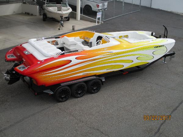Ultra Boats 27 SHADOW BOWRIDER