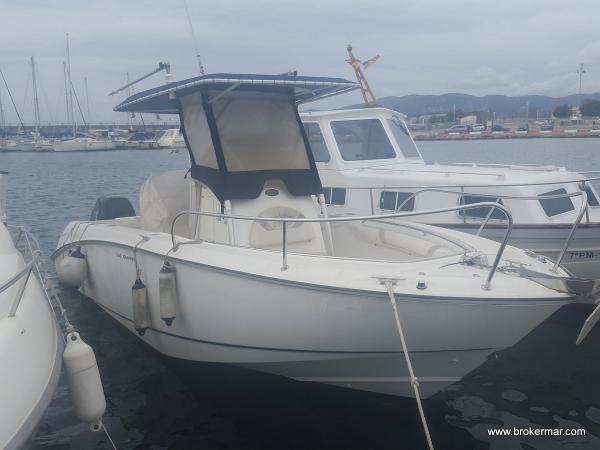 Boston Whaler 240 Outrage Boston Whaler 240 Outrage