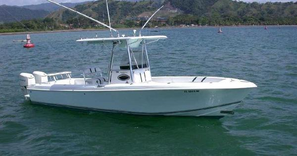 Blue Water 2550 Center Console Profile