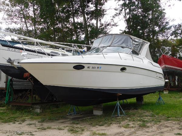 Regal 322 Commodore Port bow