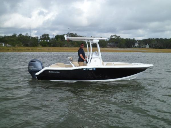 Tidewater 210 LXF STARBOARD IN WATER