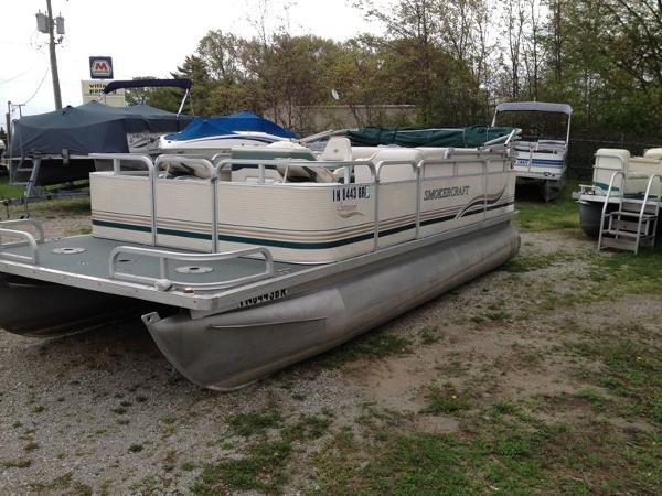 Smoker Craft 20' pontoon