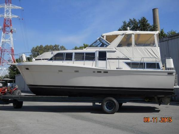 Chris-Craft Catalina 381