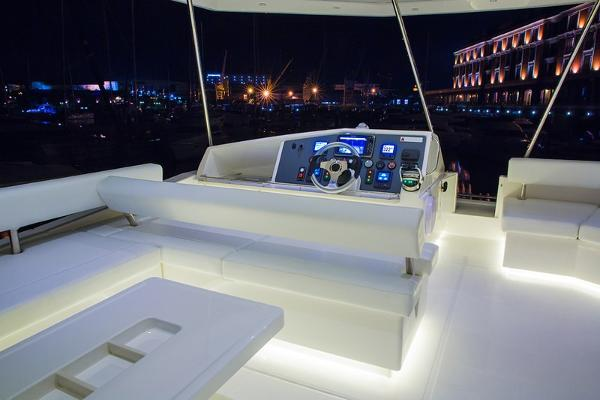 Moorings 514 PC Flybridge Helm
