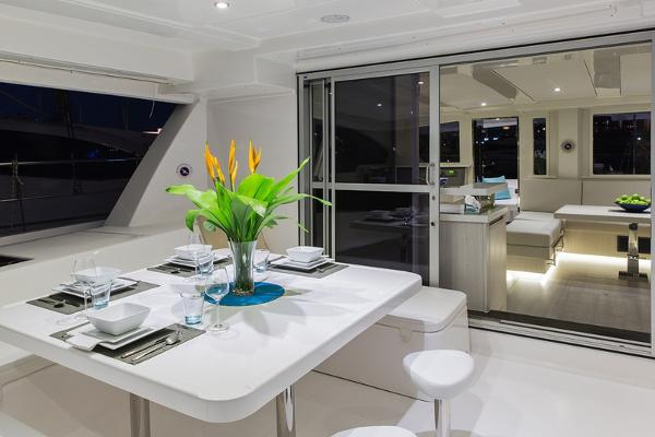 Moorings 514 PC Cockpit Dining