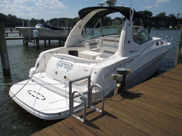 Sea Ray 320 Sundancer Starboard Quarter