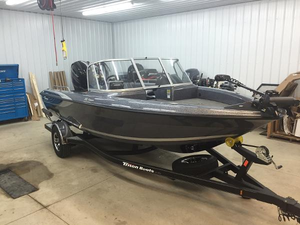 Triton 186 Fishunter w/ 150HP 4S