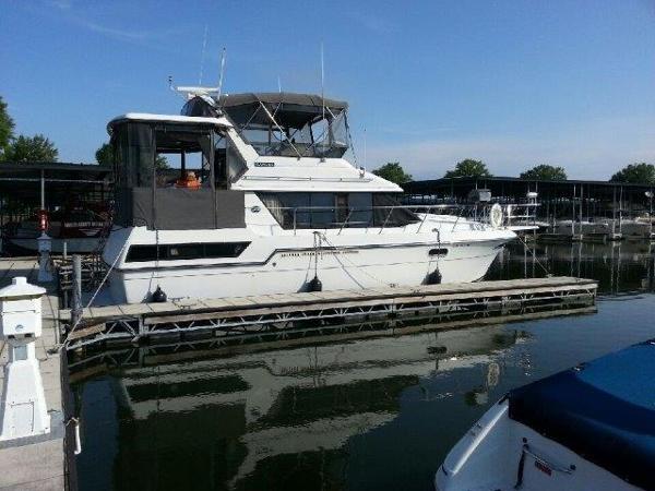 Carver 3807 Aft Cabin Motoryacht Profile`