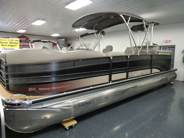 PREMIER BOATS Grand Entertainer 260