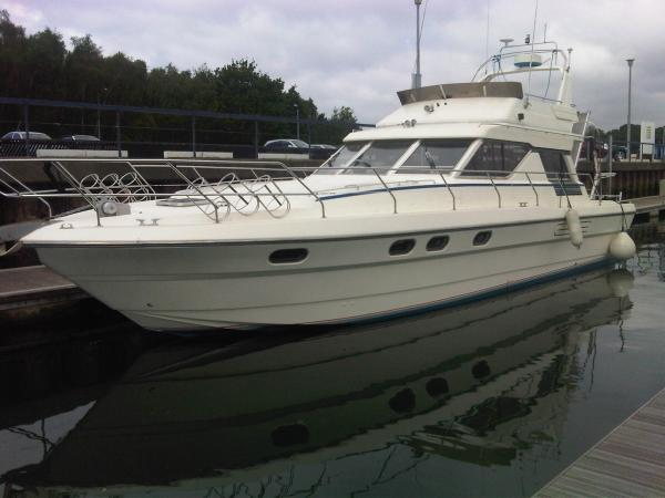 Princess 45 Flybridge Princess 45 Moored, port side to