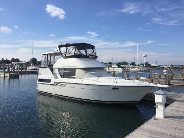 Carver 350 Aft Cabin Clean Get Away