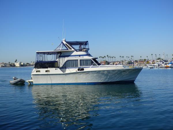Uniflite Aft Cabin Motor Yacht Starboard view (tender not included)