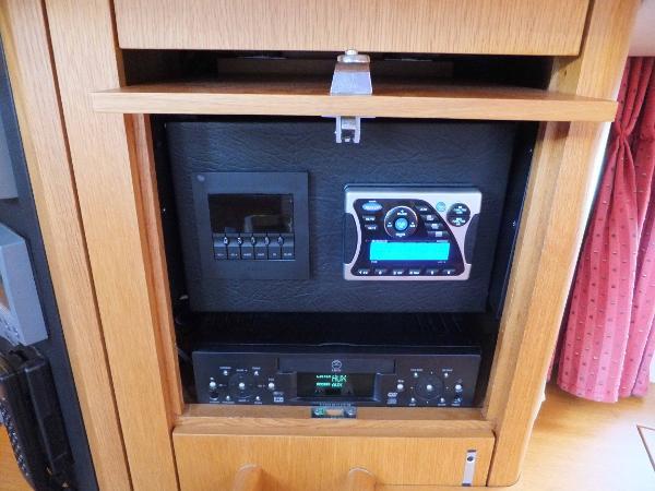Salon Stereo Controls