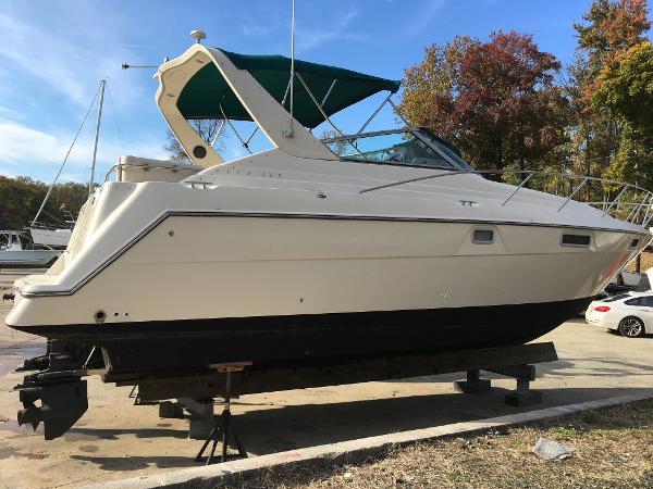 Maxum 3200 SCR Starboard Side