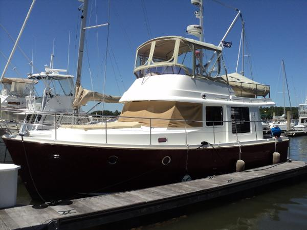 Beneteau Swift Trawler 34 At slip