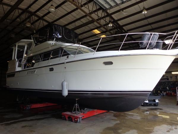 Carver 440 Aft Cabin Motor Yacht Exterior 1