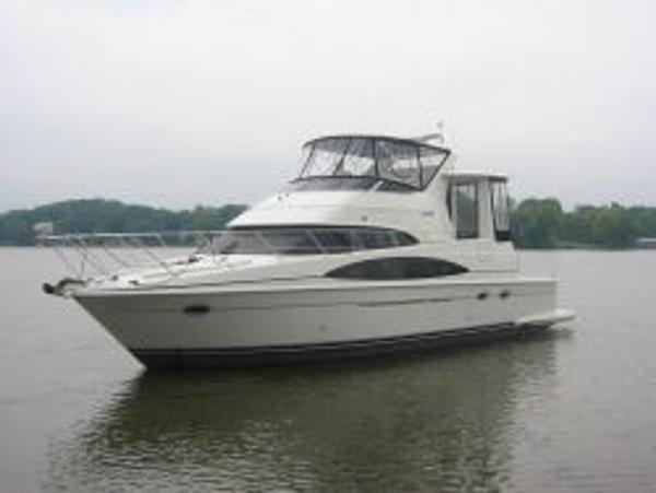 Carver 444 Cockpit Motor Yacht Sistership Profile