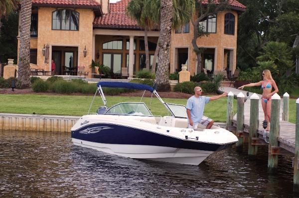 2014 Nautic Star 223 DC Deck Boat Front View