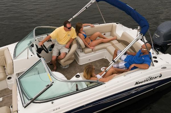 2014 Nautic Star 223 DC Deck Boat Aft Seating