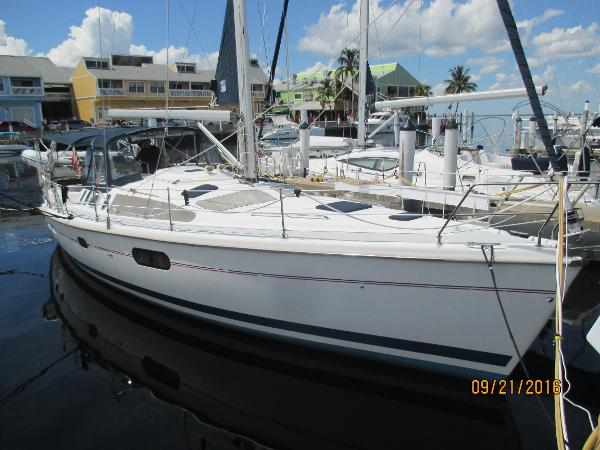 Hunter 410 Starboard Side