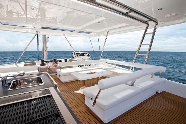 Leopard 58 Flybridge Seating