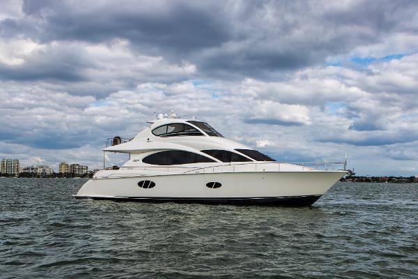 Lazzara 68 Pilothouse Motoryacht