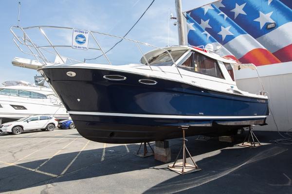 Cutwater 28 Pocket Cruiser Port Side Bow