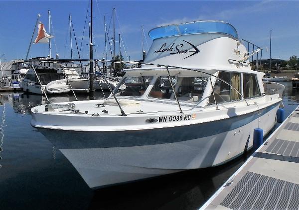 Uniflite Sport Sedan W/Boathouse