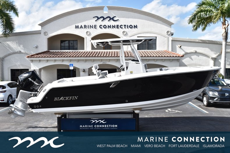 Blackfin 242CC Center Console