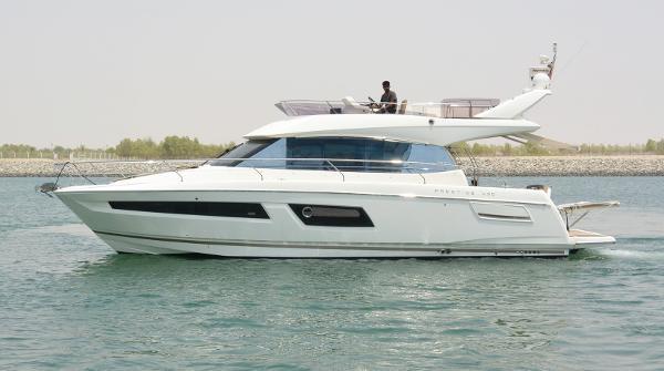 Prestige 450 Fly Motor Yacht