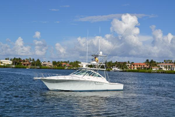 Cabo yachts Express Up Tick