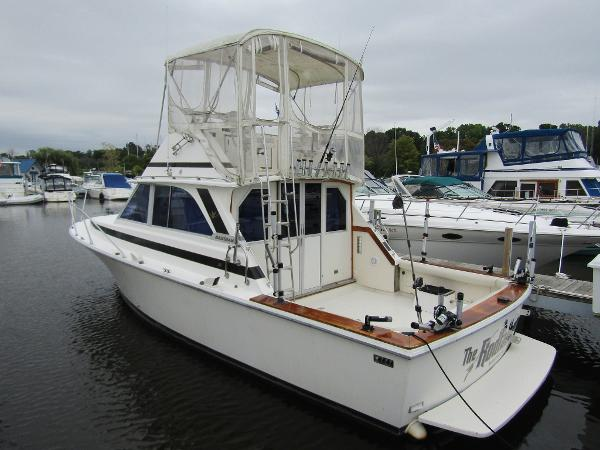 Bertram 35 Convertible Exterior Aft View