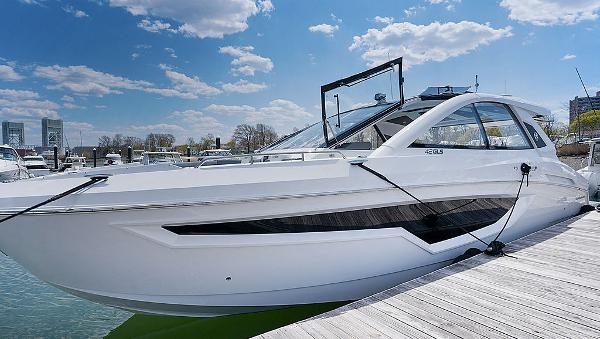 Cruisers Yachts 42 GLS Outboard